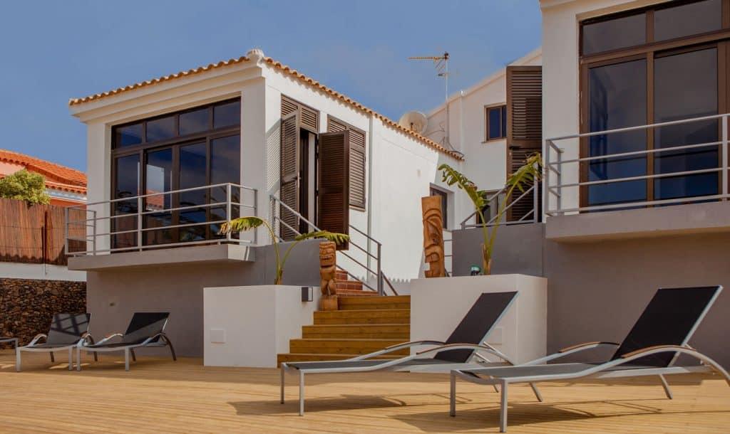 Surf camp Corralejo Fuerteventura, iles Canaries Ocean Experience Vue de la Facade et terrasse