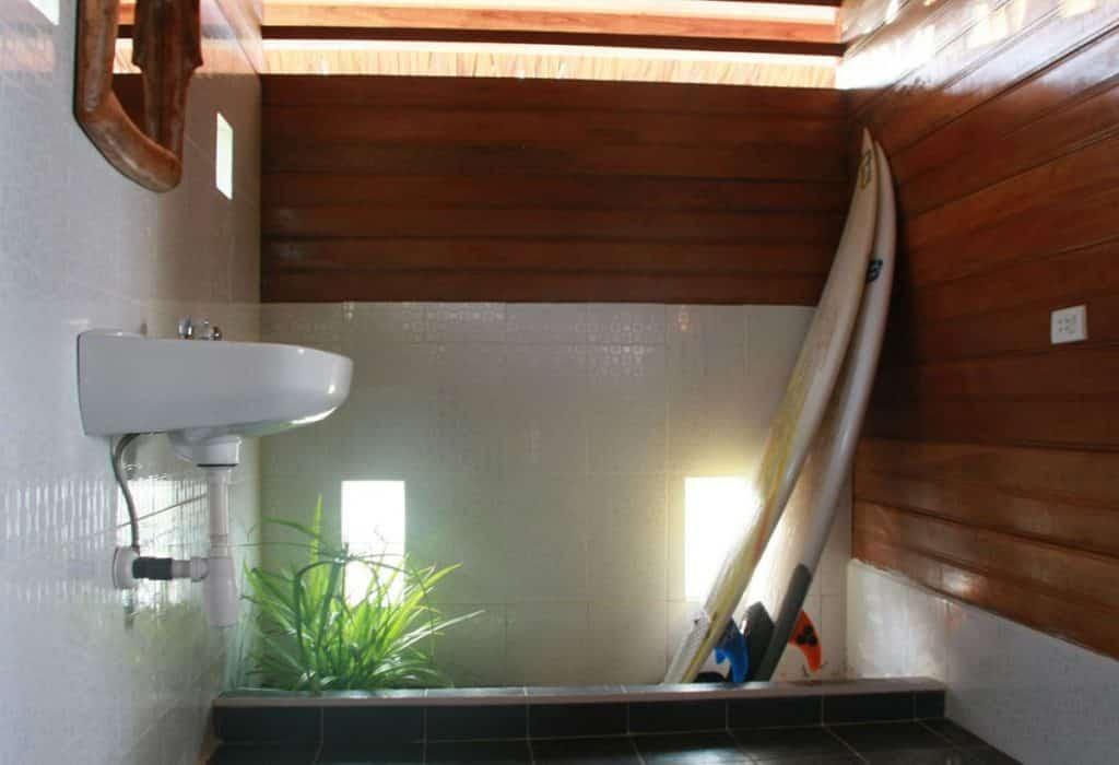 Surf Trip Simeulue Sumatra, Indonésie - Surf house Resort - Salle de bain