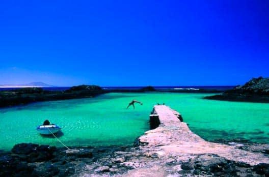 Surf-Camp-Corralejo-Fuerteventura-blue-lobos
