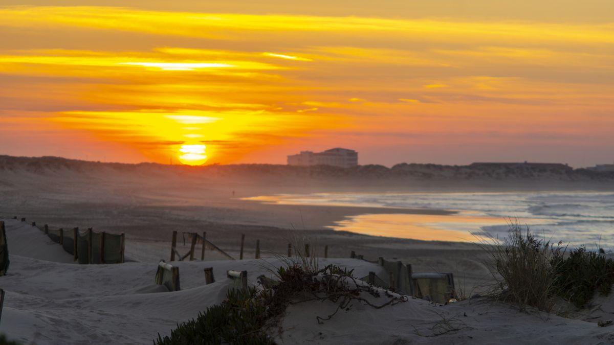 Surf camp Peniche Portugal sunset baleal