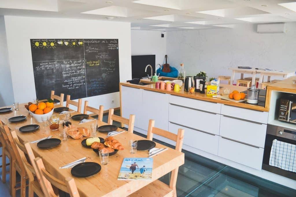 OA Hossegor salle à manger surfcamp1