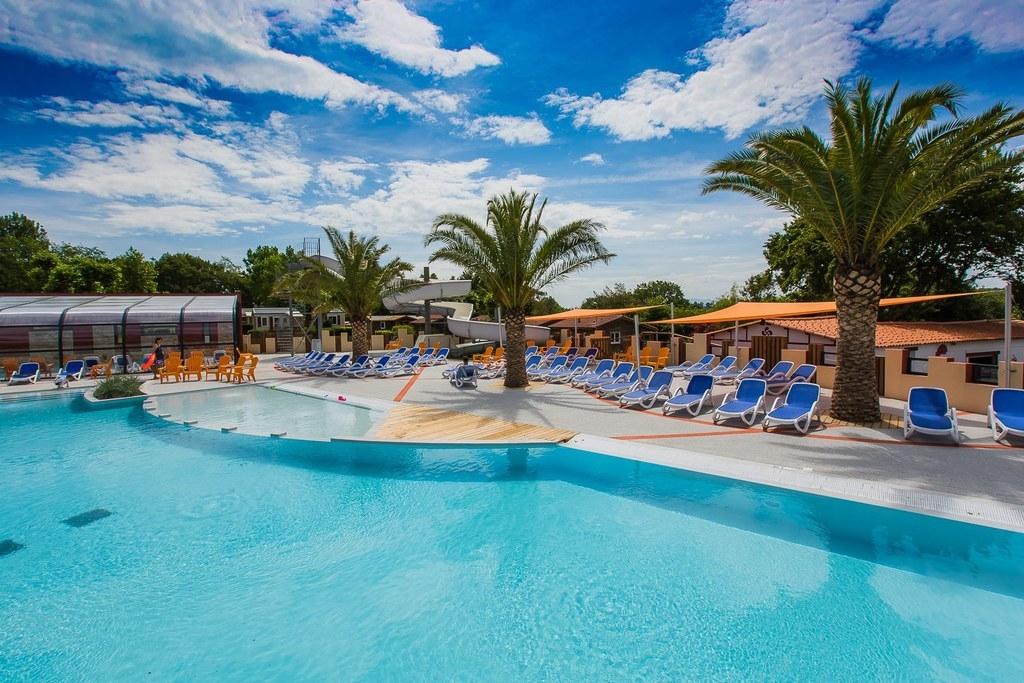 camping-bella-basque-piscine-interieure